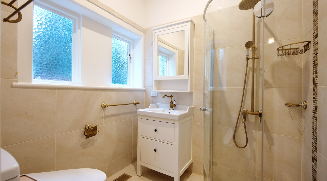 Glen Iris guest bathroom