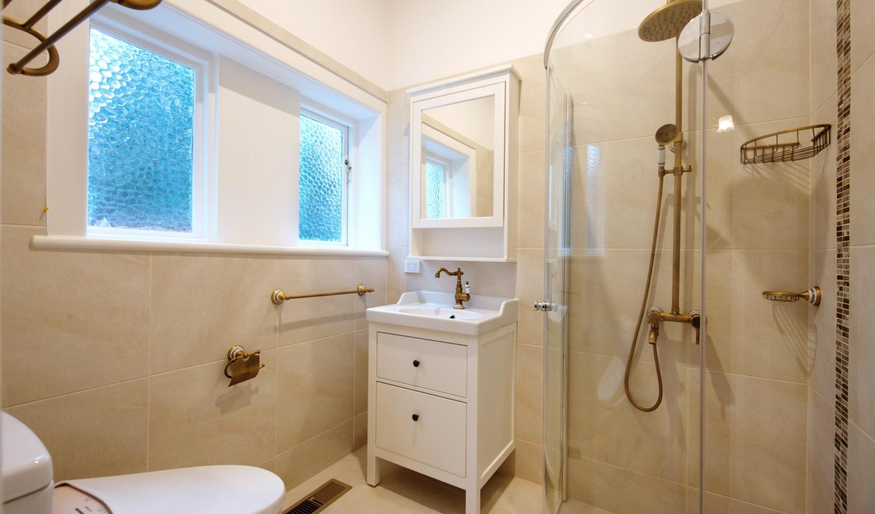 Glen Iris guest bathroom